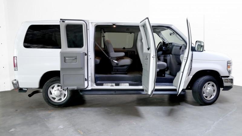 12 Passenger Van (E350) - Central☆Rentals